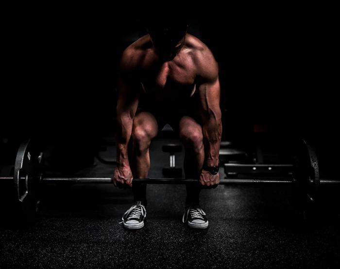 Kniebeugen oder Kreuzheben – welche Übung ist die Bessere?